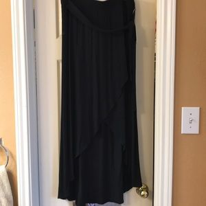 Hi-lo black skirt. NWT. 2xl.